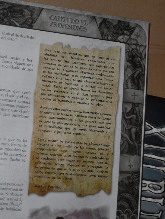 Textos ambientales entre las páginas del juego