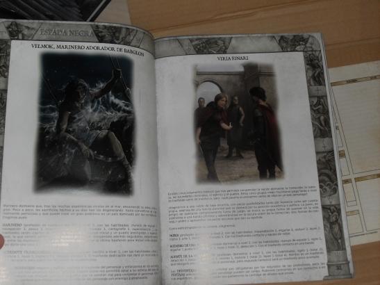 Estas son algunas de las páginas de la revista que acompaña al juego, XIII Runas, también muy ilustrada y con la misma maquetación