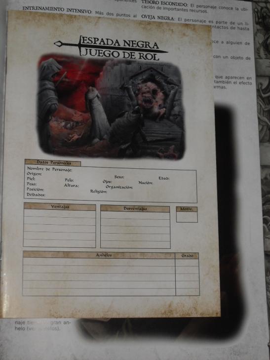 Una ficha de personaje de 32 páginas, para EL personaje