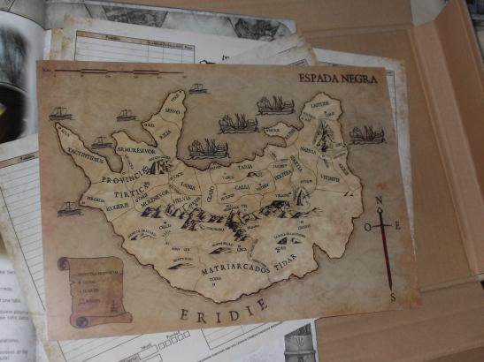 El mapa de papel cartón que incluía el mecenazgo. También lo podemos encontrar en el interior del libro